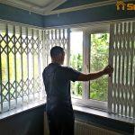 Установка решеток на окна в частном доме