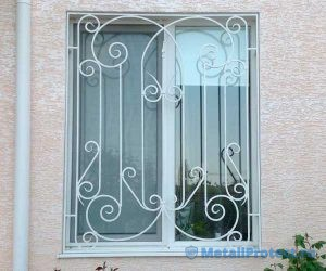 Выбор модели решеток на окна для дачи или загородного дома