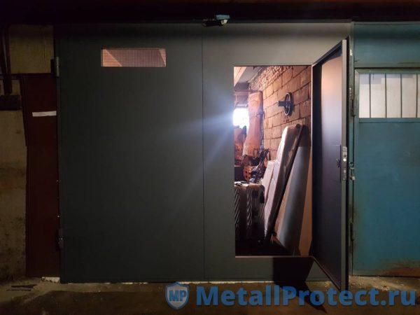 Ворота с калиткой выполненные на заказ компанией Металл Протект