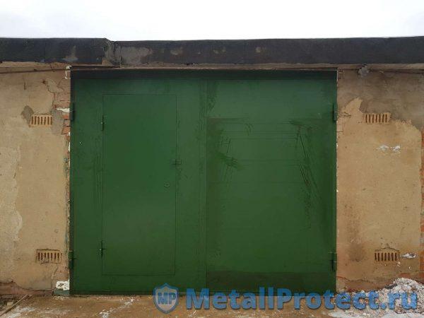Зелёные гаражные ворота